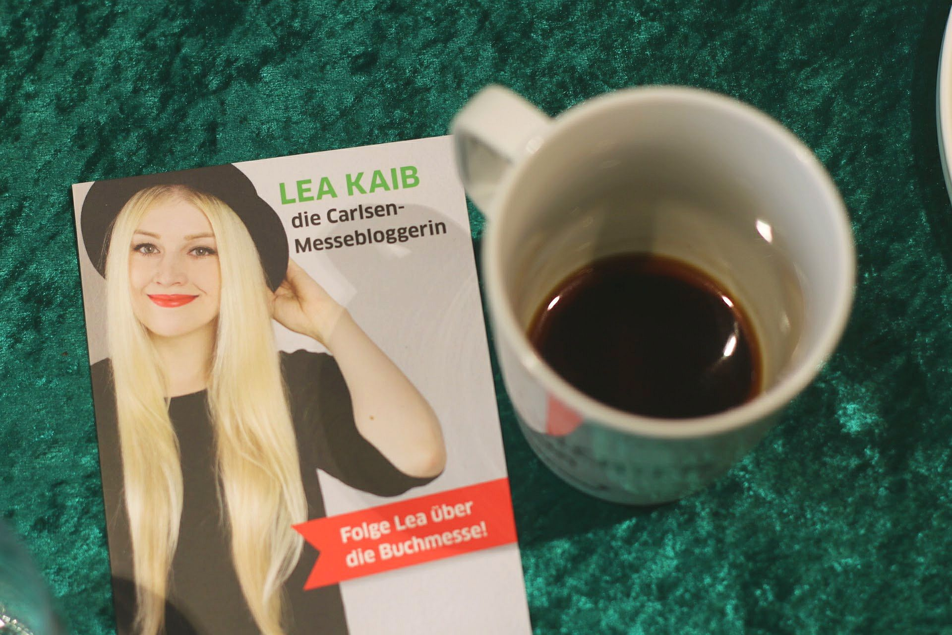 Blogger-Event Lea Kaib Messebloggerin Carlsen Visitenkarte Kaffee