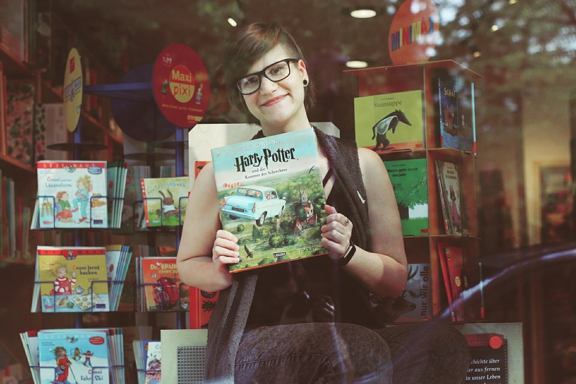 Buchhandlung Aktion Blogger im Schaufenster Schatzinsel Münster Frau Mädchen Harry Potter Blogger-Event